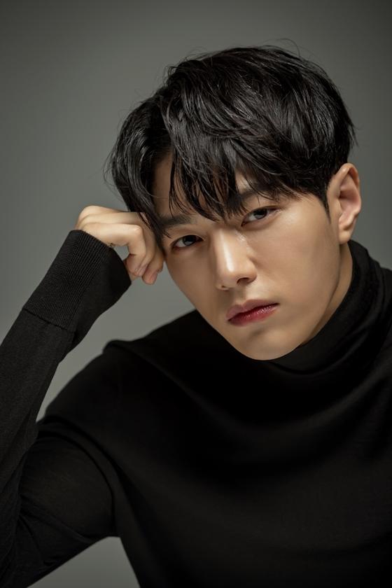 韩男星金明洙正式入伍服兵役 将于明年8月退伍