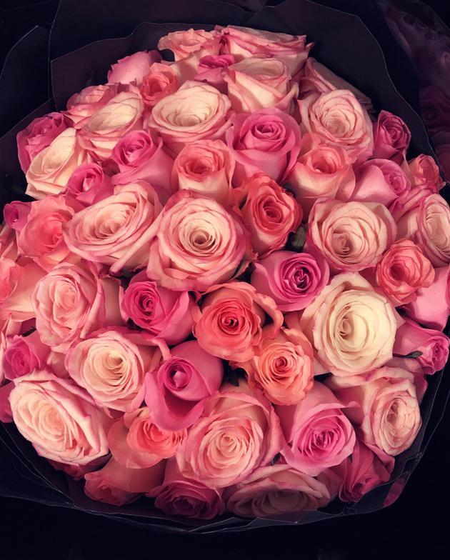 方媛收大束玫瑰