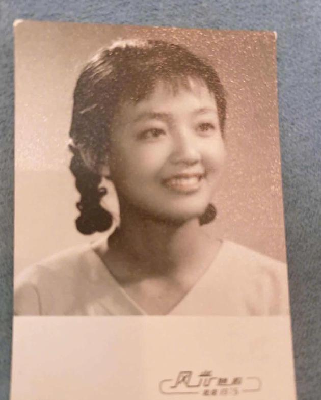 汪小菲晒母亲张兰年轻时照片