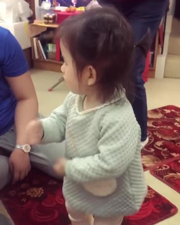 方媛晒女儿跳舞视频超可爱
