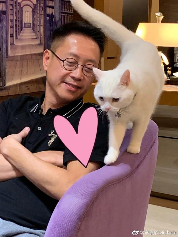 许晋亨爱猫。