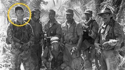 1987年版的《铁血战士》中肖恩・布莱克(图片最左)饰演丛林中第一位受害者。