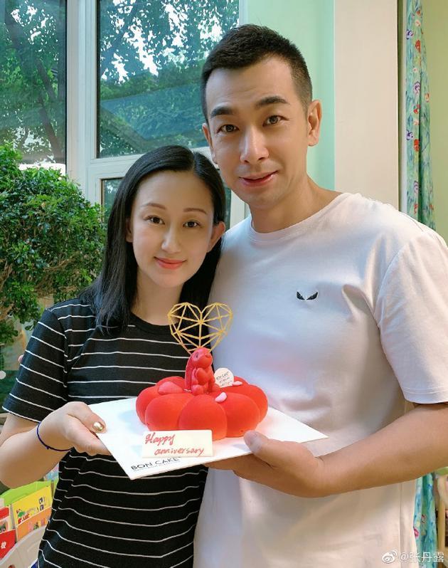 结婚13周年!张丹露晒与赵文卓甜蜜合影尽显恩爱