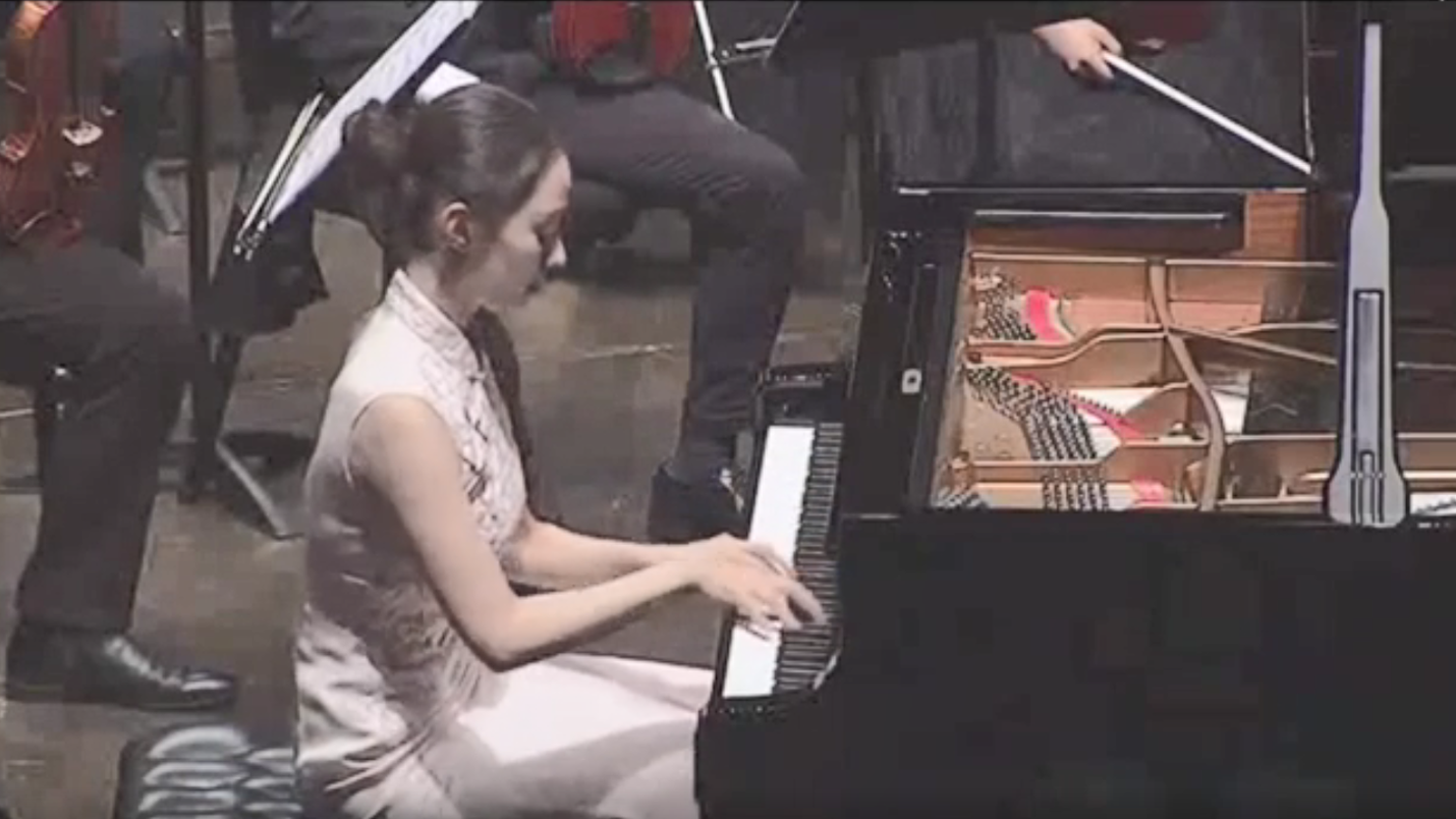 郎朗老婆吉娜·爱丽丝弹奏《彩云追月》