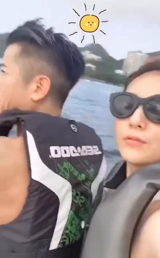 郭富城與方媛玩水上摩托