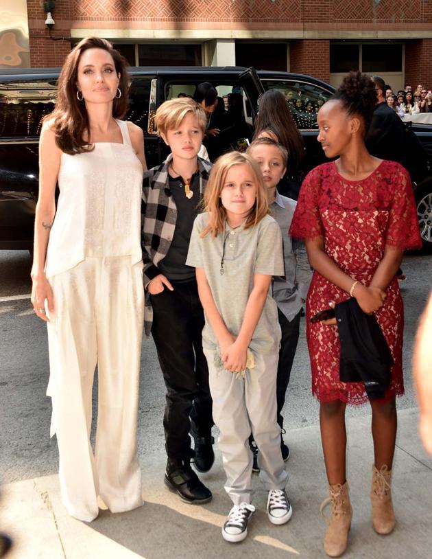 朱莉和孩子们出街