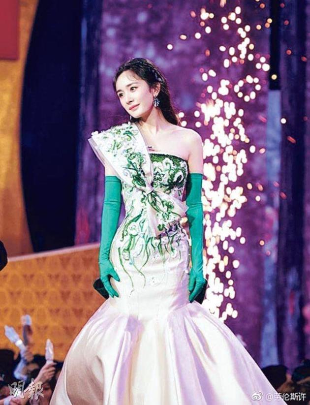 離婚後的楊冪身在北京爲《春晚》演出