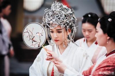 陈乔恩的白色婚纱造型