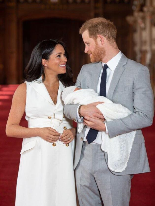 梅根王妃和哈里王子的第一個孩子滿月