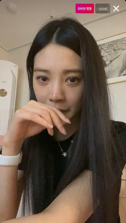 韩女星Lizzy直播为酒驾道歉 称被网友攻击很痛苦