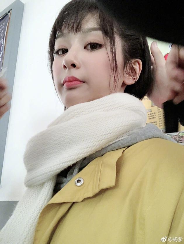 杨紫恰似洋娃娃