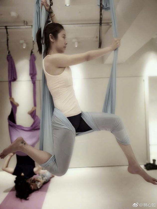 林心如练高难瑜伽:太久没拍古装了 先练练手
