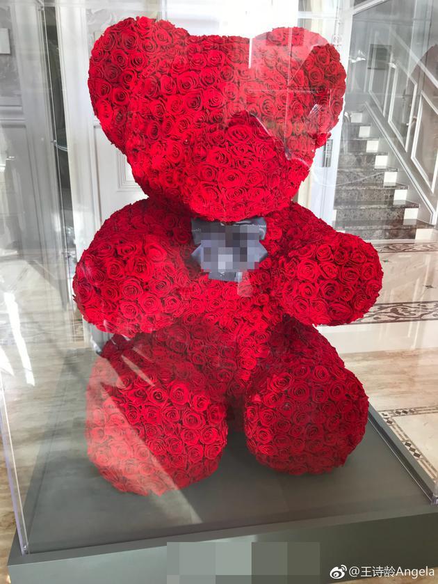 王诗龄账号晒巨型玫瑰熊