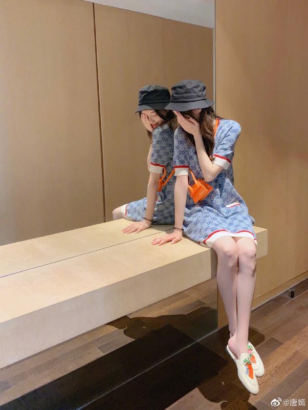唐嫣连衣裙露白皙长腿 身材纤细不见孕肚浅笑温柔