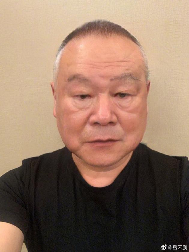 岳云鹏晒老年妆照面容慈祥 网友表示:老了也喜欢