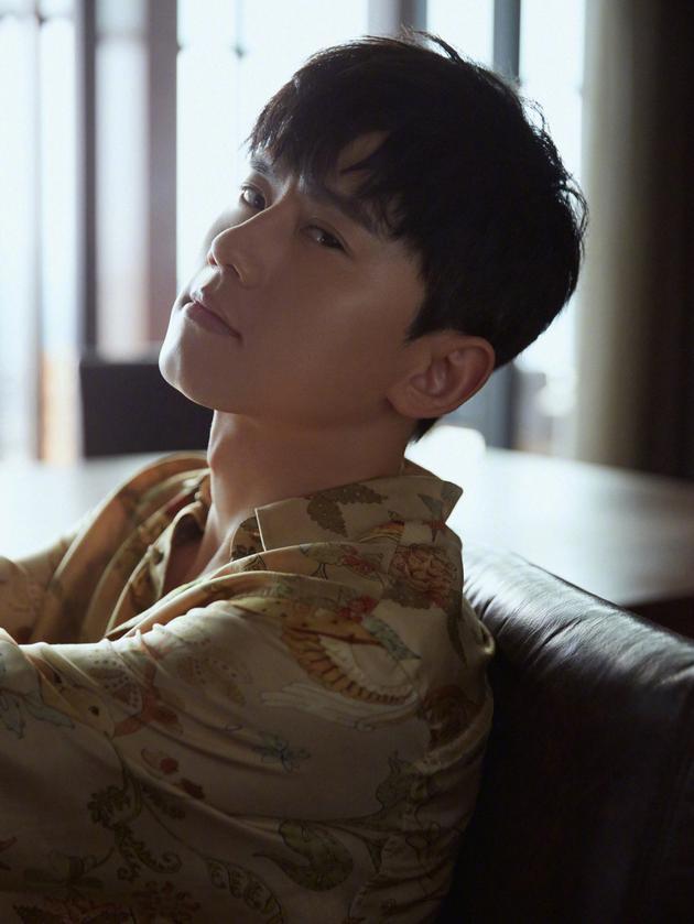 双箭头的爱!张杰回成都看两年前歌迷写给他的信