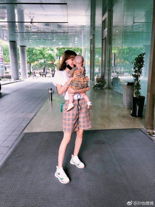 孙怡和女儿穿亲子装