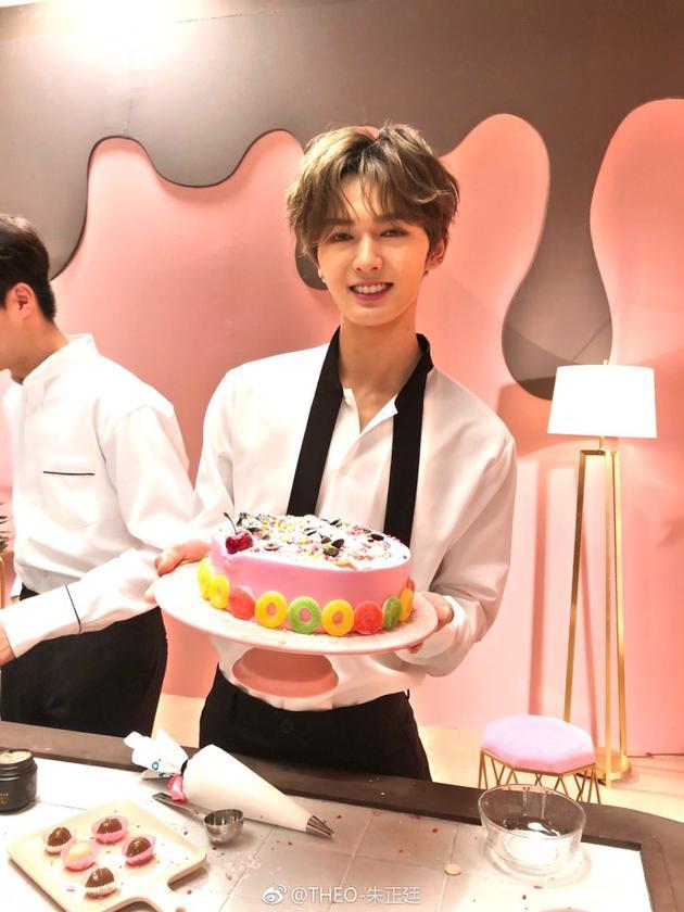 朱正廷diy蛋糕