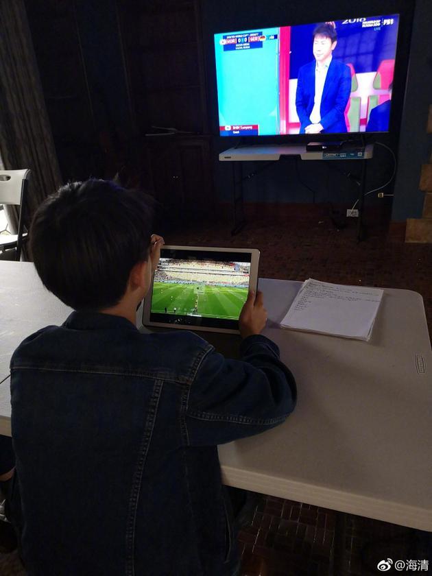 急速赛车彩票开奖记录:海清母子开启世界杯双屏模式
