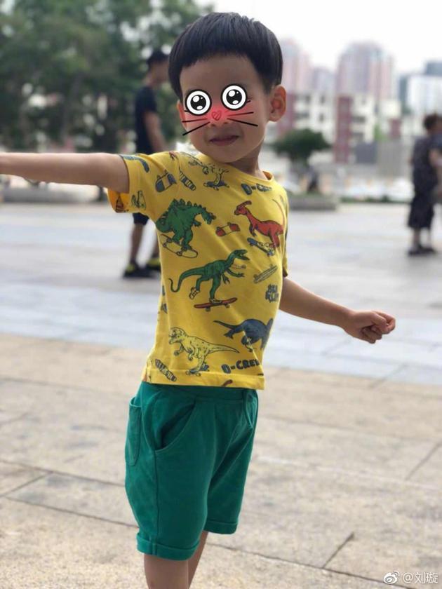刘璇为儿子理发遭老公吐槽 赳赳维护妈妈被赞暖心