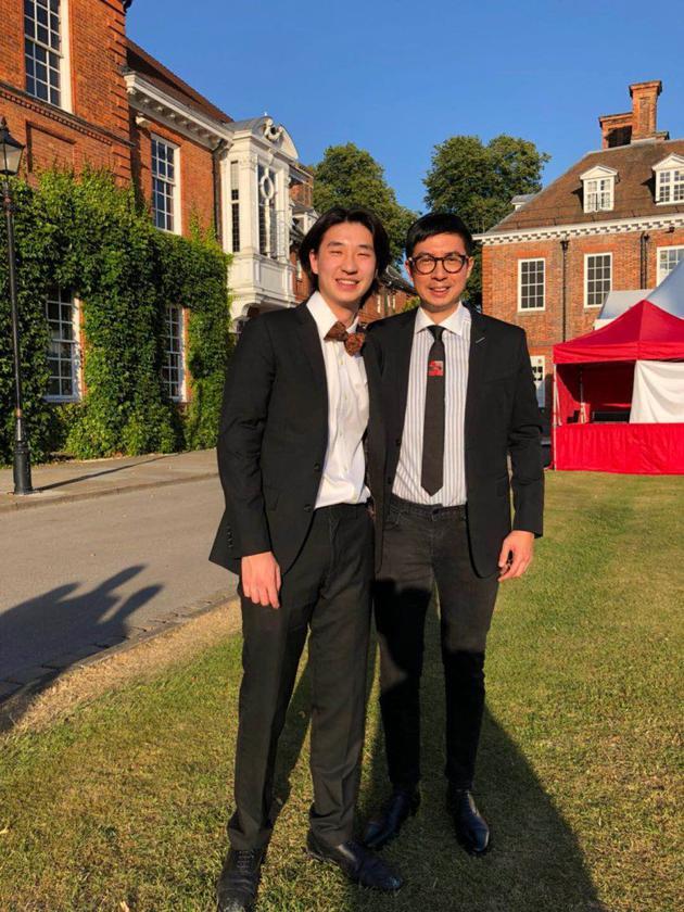 馬清揚現身在英國出席二子馬桂豪的中學畢業禮,卻不見錢慧儀