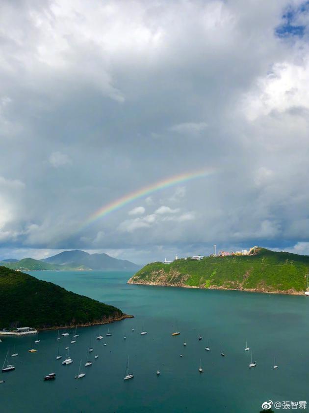 张智霖晒海边彩虹照 却意外暴露超级无敌海景房