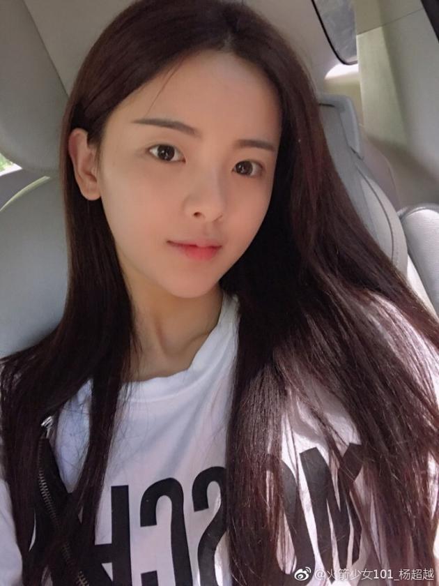 土味照片自拍_正文    新浪娱乐讯 9月3日,杨超越在自己微博上传两张自拍,照片中的
