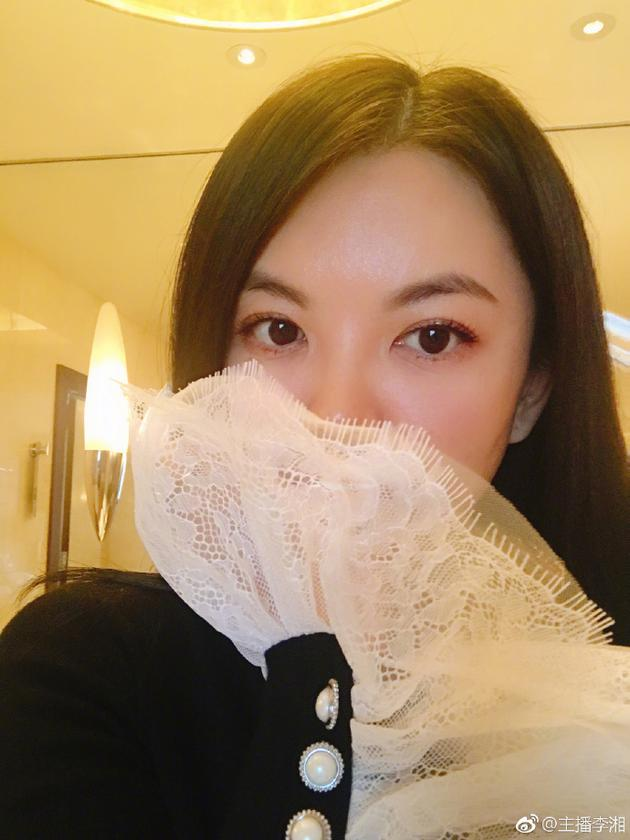 李湘曬自拍皮膚白嫩