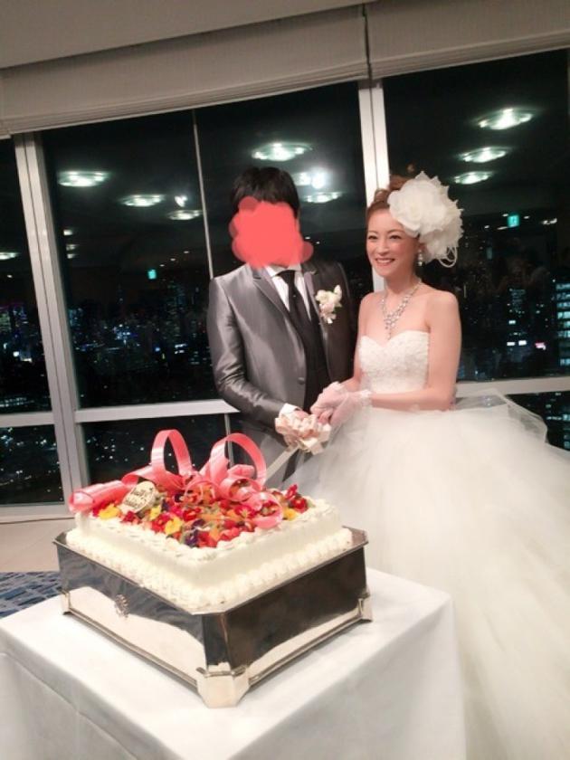 吉泽瞳与老公。