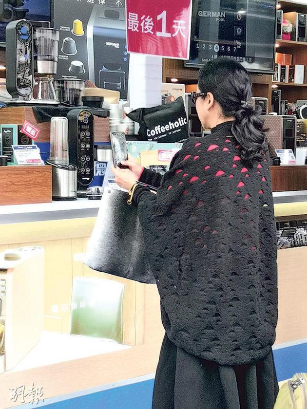 朱玲玲對這咖啡機特別感興趣,還拍了照片。