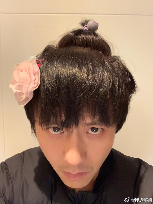 小花曾爲爸爸扎頭髮