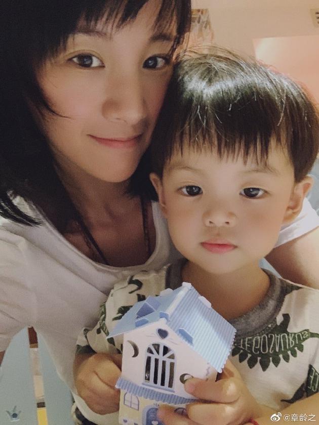 章龄之为儿子庆祝两岁生日 小葫芦超可爱萌翻网友