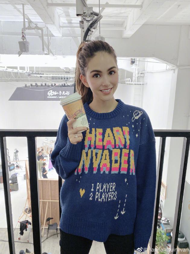昆凌光临长沙著名奶茶店 网友:别忘了给杰伦带杯