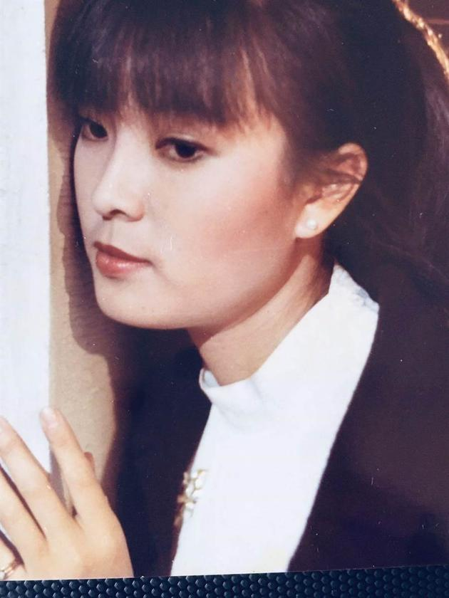 银霞发声明控诉医疗疏失 曾演唱歌曲《兰花草》