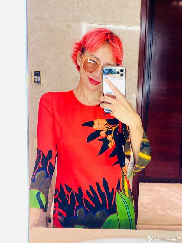 李玟染珊瑚色短发超清爽 搭配红色长裙夏日气息足