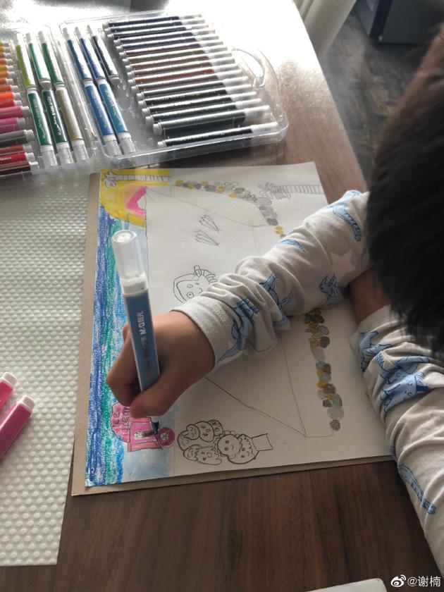 吴京儿子画画