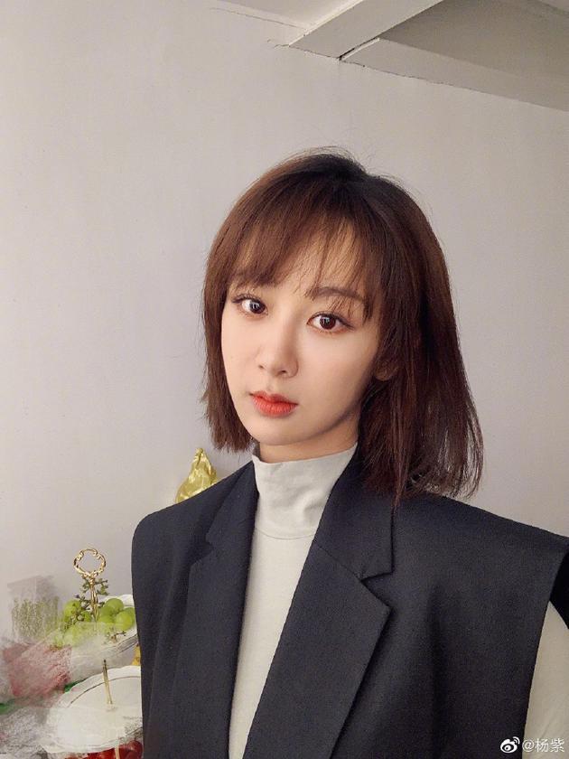 杨紫剪短发