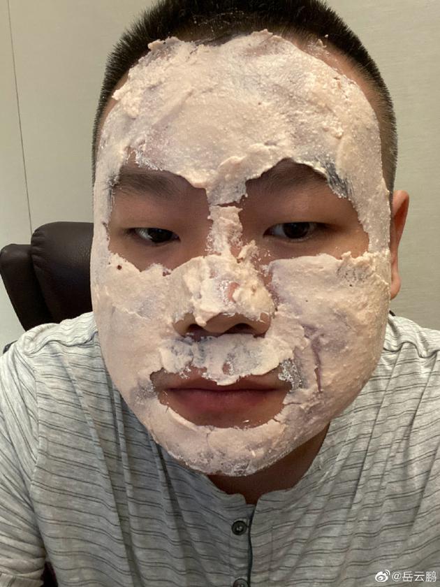 """岳云鹏炫耀媳妇帮敷面膜 粉丝拆台是在""""刮大白"""""""