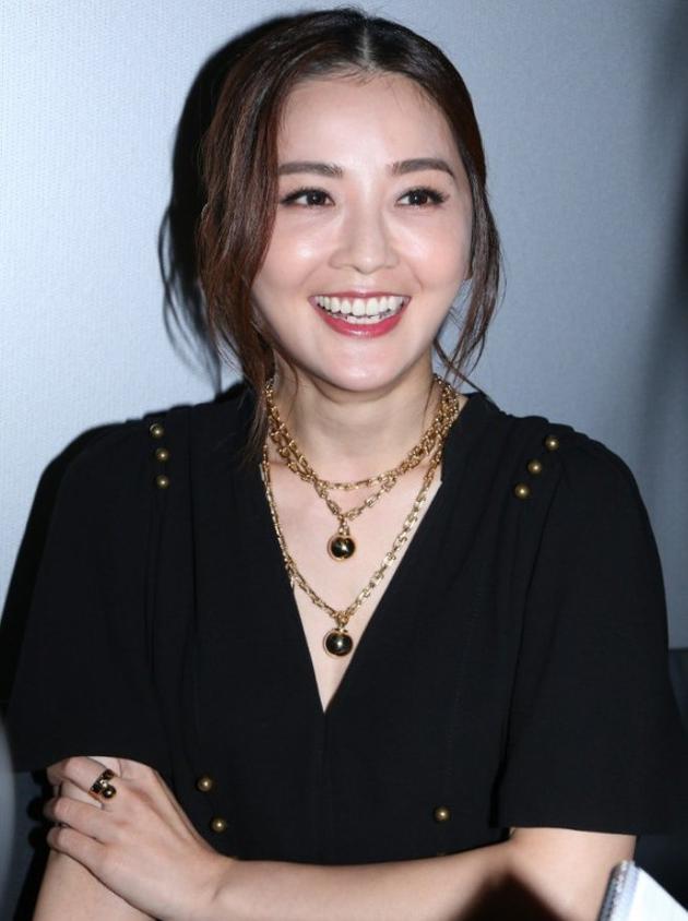蔡卓妍接受媒体采访
