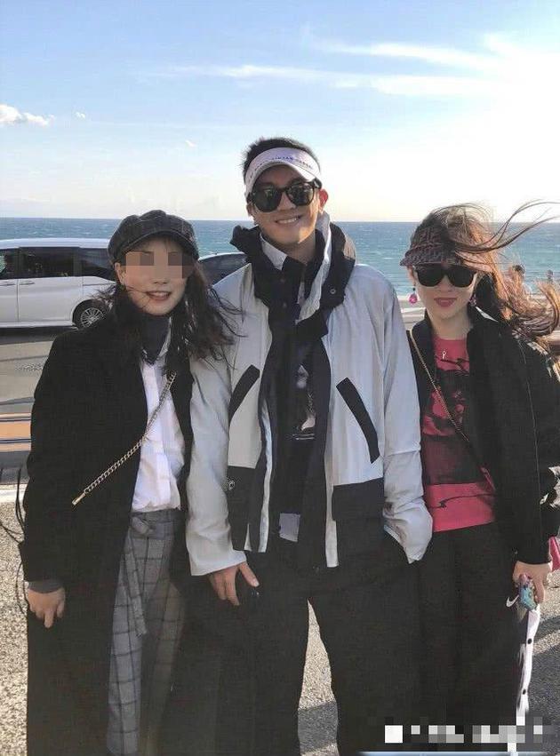 偶遇杜江霍思燕日本旅游