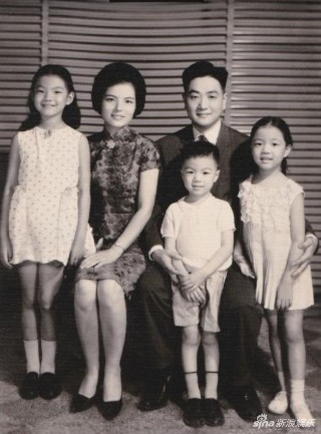 平鑫涛与前妻一家合影。左二为林婉珍,右二为平鑫涛
