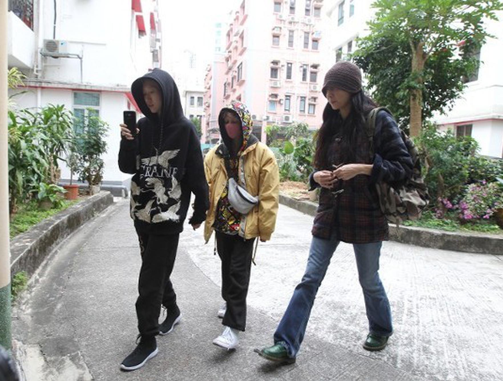 吴卓林、太太Andi和母亲三人首同框。