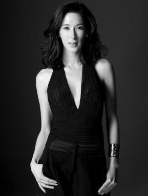 斯蒂芬妮三年主持亚洲电视大奖,三年酬劳都被拖欠。
