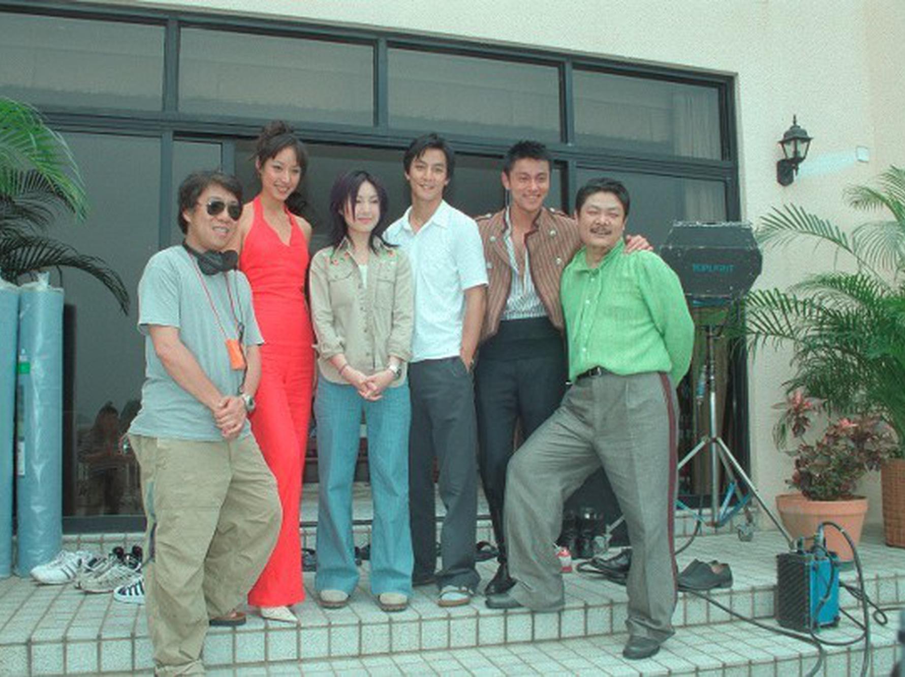 蒋怡(左二)同黄浩然(右二)曾于2003年配相符拍摄电影《新扎师妹2时兴义务》。