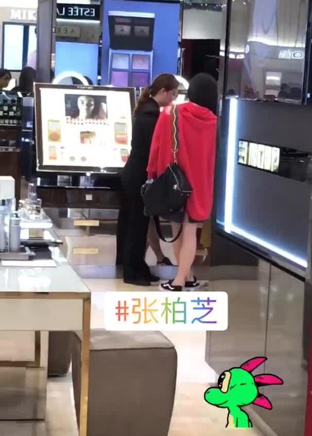 张柏芝在新添坡表出购物