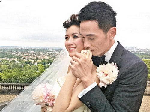 两人结婚照
