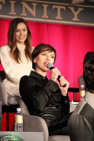 斯嘉丽·约翰逊在《复联3》洛杉矶首映礼上