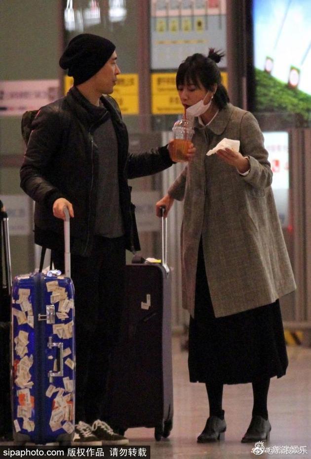 徐靜蕾與黃立行在機場