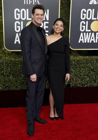金·凱瑞攜女友亮相金球獎紅毯。