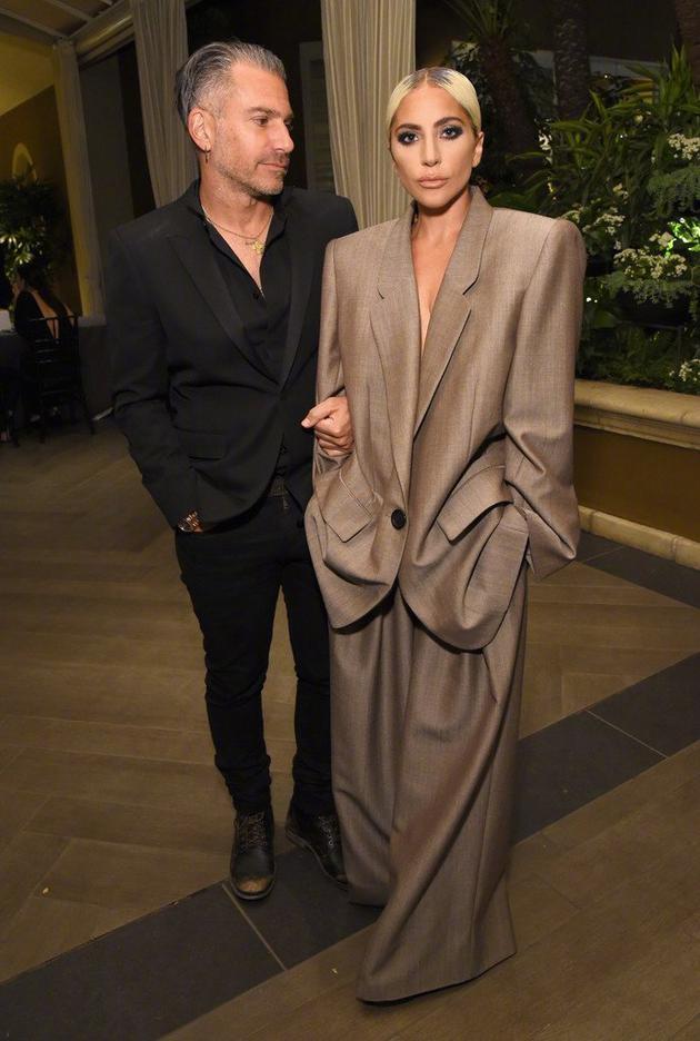官宣!Lady Gaga宣布已经与男友Christian订婚